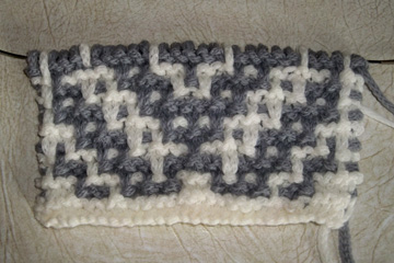 Mosaic blanket gauge swatch