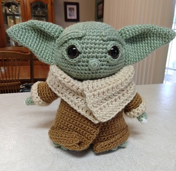 Baby Yoda with toes smaller